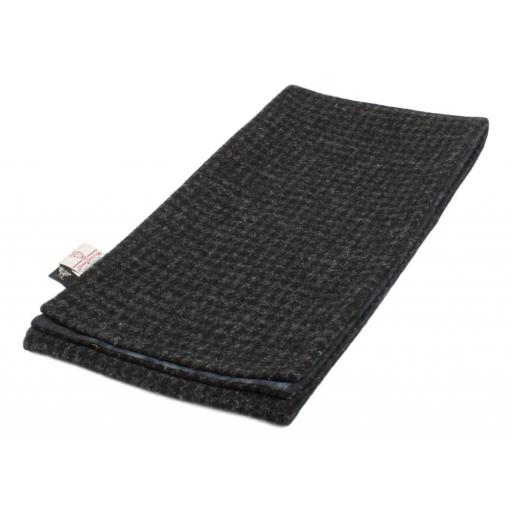 HARRIS TWEED LINED SCARF BLACK GREY DOGTOOTH_clipped_rev_1.jpg